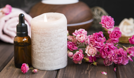 Spa still life with roses, candle and oil bottle.Wellness setting spa and aromatherapy Standard-Bild - 118387854