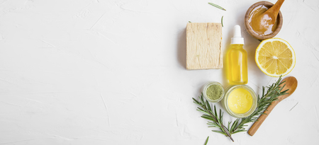 Natural skincare ingredients with manuka honey, lemon, essential oil, clay, balm, rosemary herbs and natural soap, healthy wellness and spa products , natural and homemade ingredients with copy space top view Standard-Bild - 118917402