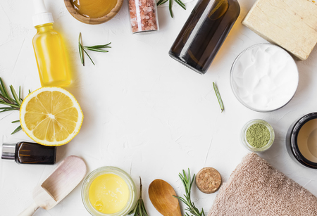 Natural skincare ingredients with manuka honey, lemon, essential oil, clay, balm, rosemary herbs and natural soap, healthy wellness and spa products , natural and homemade ingredients with copy space top view Standard-Bild - 118917405