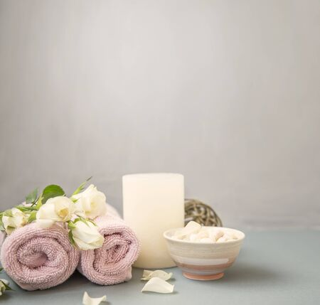 Spa still life with flowers, towels and bath salt Imagens