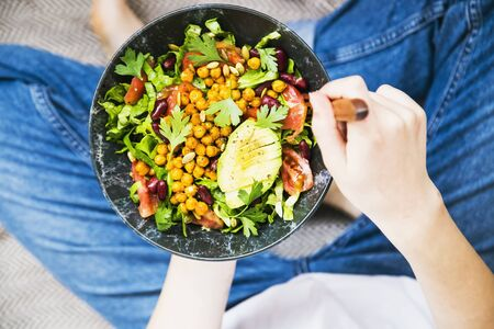 Clean eating, vegan healthy salad bowl , top view of woman holding salad bowl, healthy diet with greens, salad Imagens