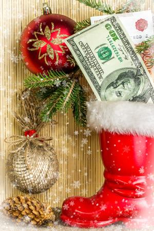 botas de navidad: Christmas decorations with  snow. Christmas Card