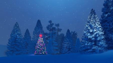 RBol de Navidad decorado entre los abetos nevados bajo el cielo nocturno estrellado Foto de archivo - 49568339