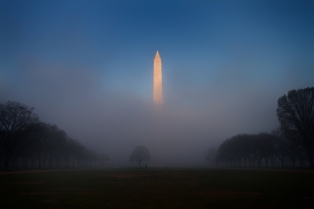 u s: Sunrise touches the fog-engulfed Washington Monument
