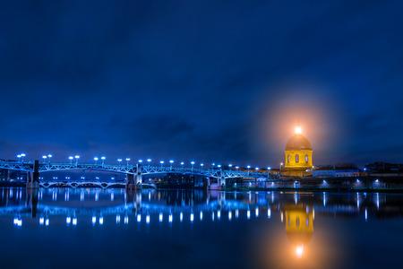 Pont Saint-Pierre dans la nuit