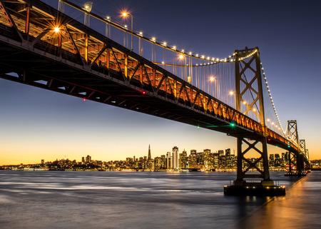 Bay Bridge dans les lumières
