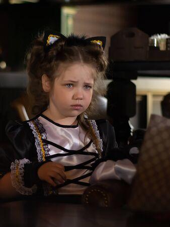 Sad look of little girl outdoor 版權商用圖片