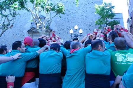 strip shirt: Castellers, human towers from Catalonia, May 7 2017 in Cardedeu Editorial