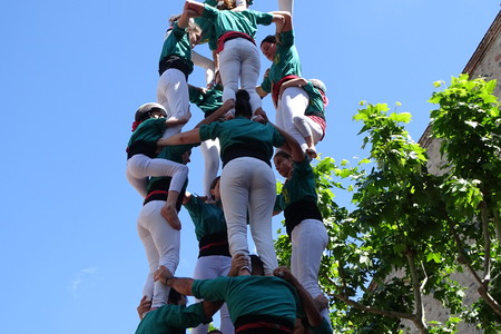 strip shirt: Castellers, human tower from Catalonia, Spain, May 7 2017 Cardedeu Editorial
