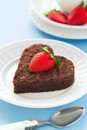 pastel de chocolate: Pastel de chocolate con forma de coraz�n