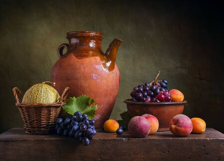 Still life with peaches and grapes 版權商用圖片