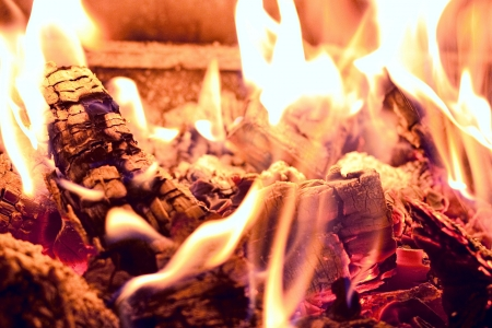 begining: Macro di brace al l'inizio di un incendio Archivio Fotografico