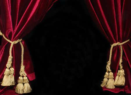 黒の背景に赤いベルベットのカーテン、ゴールド カーテン タッセル
