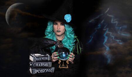Witch With Crystal Ball and Spell Books Zdjęcie Seryjne