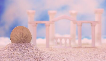 Seashell on Tropical Beach With Roman Style Ruins Banque d'images