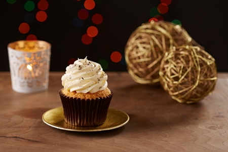 vanilla cupcake: Vanilla cupcake on black Christmas background