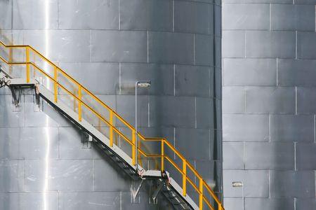 Treppe auf metallischen tank
