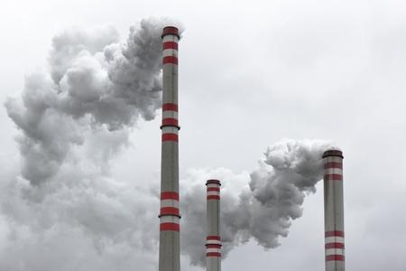 Verunreinigung der Luft durch Kohle-Kraftwerk Lizenzfreie Bilder