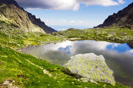 Montagne lac, Hautes Tatras, en Slovaquie