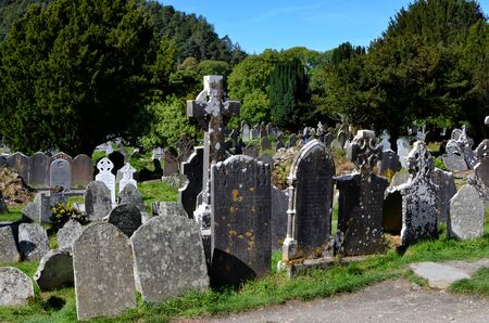 old Ireland celtic cemetery in Glendalough park 版權商用圖片