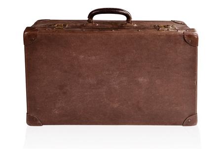 maleta: Antigua maleta de cuero marr�n antiguos aislada en blanco.