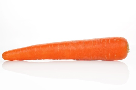 marchew: Single carrot isolated over white background.