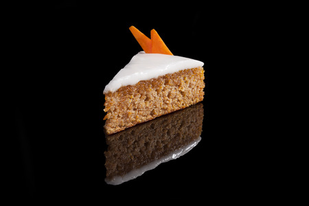 carrot cake: Carrot cake isolated.