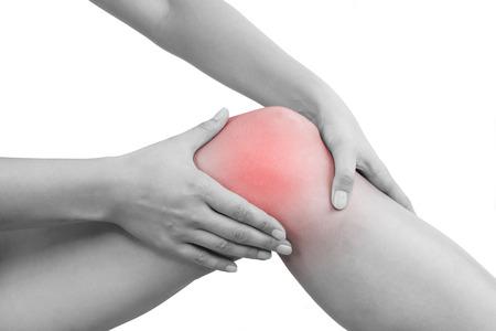 Krásná ženská ruka koleno s zvýrazněné oblasti bolesti na bílém pozadí. Reklamní fotografie