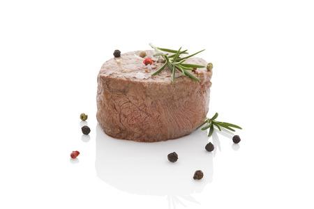 carne roja: Entrecot de ternera aislados sobre fondo blanco. Culinario comer carne roja. Foto de archivo