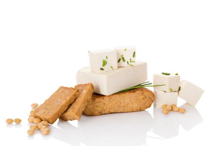 豆腐料理を食べる。豆腐は、白い背景で隔離。 写真素材
