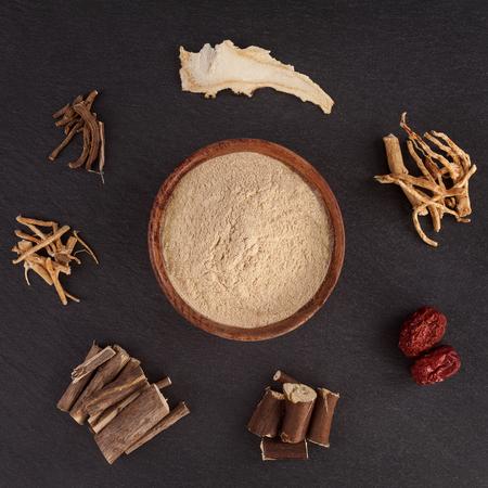 Ashwagandha and various asian medicinal herbs. Natural herbs. Healthy supplements. Imagens