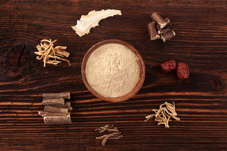 중국 전통 의학 허브, adaptogens. 인삼, Ashwagandha; 대추, 한국 안젤리카와 우유 vetch.