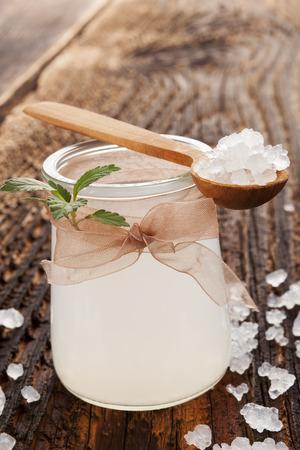 티 베리 (tibi) 크리스탈로 만든 건강한 천연 음료. 자연 의학. 스톡 콘텐츠
