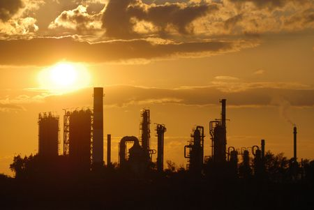 rafinery: Oil refinery at sunset
