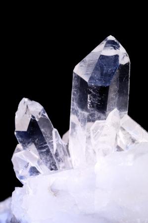 gemology: Cristalli di quarzo su sfondo nero Archivio Fotografico