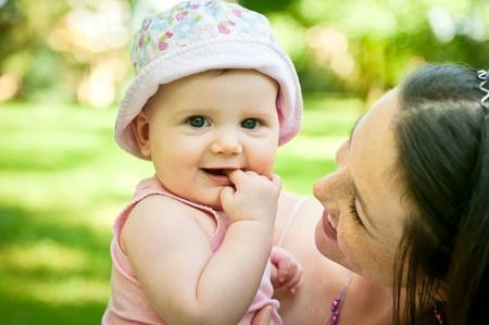 madre y bebe: Feliz madre con su bebé
