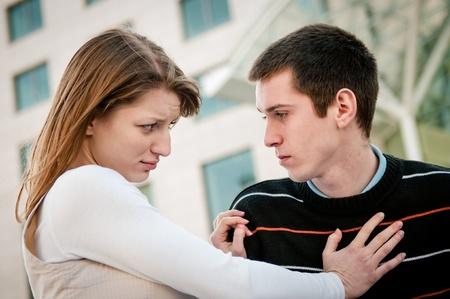 conflictos sociales: Problema de relaci�n - retrato de pareja Foto de archivo