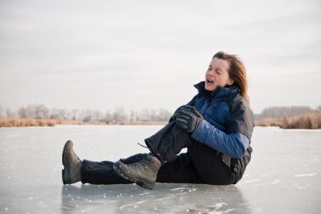 slip: Knee injury - winter slip