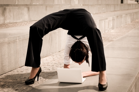 Flexible business - woman with laptop Stock Photo - 16109812