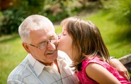 grandfather: Jubilaci�n feliz con el nieto Foto de archivo
