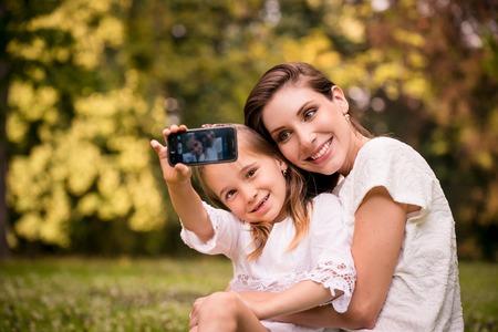 Madre con bambino selfie