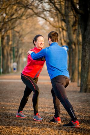 warm up: Coppia Warm up prima di fare jogging Archivio Fotografico