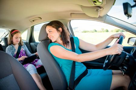 asiento: La madre y el ni�o en el coche