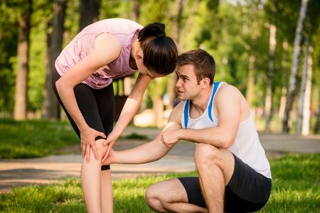 muscle strain: Sport - knee injured