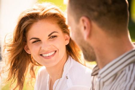 couple  amoureux: Couple sentiment bien ensemble Banque d'images