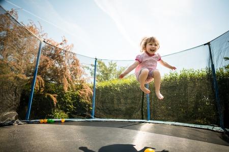 喜び - トランポリンをジャンプ