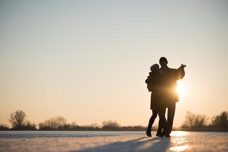 Romantic couple dancing on frozen lake Foto de archivo - 113275613