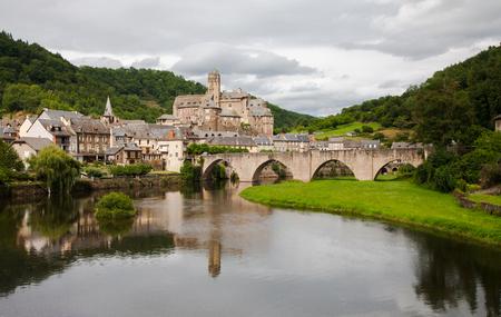 Rio Lot, bridge and castle of Estaing. France Stock Photo