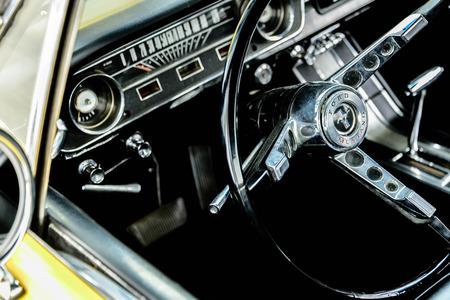 1960 geel Ford Mustang Redactioneel