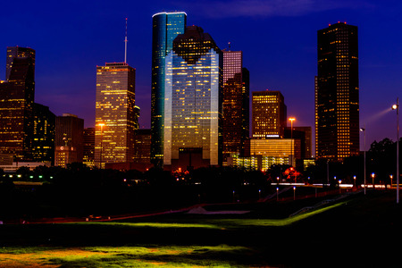 Houston downtown gebouwen in de schemering Stockfoto